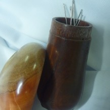 Wooden Mushroom Needle Holder - Dark