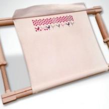 Adjustable embroidery frame